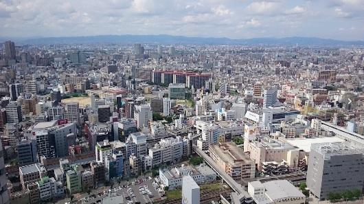 大阪を見下ろす